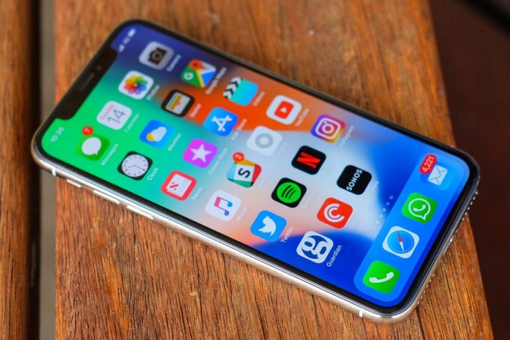 iPhone Х - еще достоян внимания