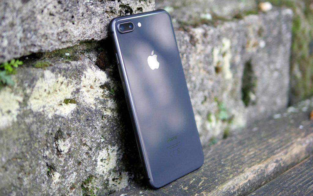 iPhone 8/8 Плюс - спорная модель